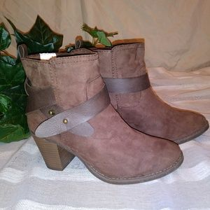 Old Navy Chocolate Brown Ankle Boots